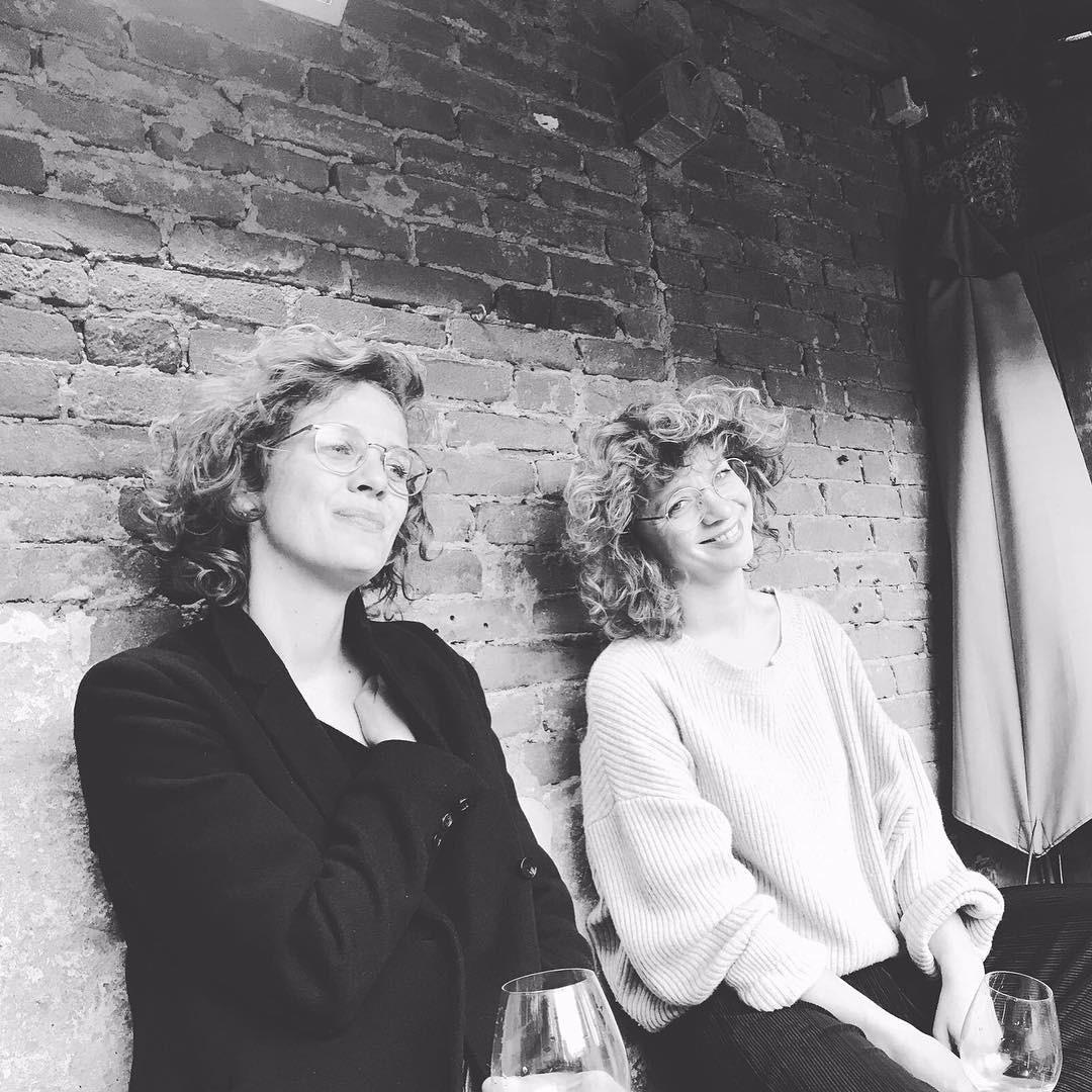 Lijken wel zussen.. 👯#since1983 #winewillnevertearusapart